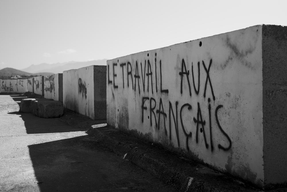 """Die """"andere"""" Seite des Hafens (""""Arbeite für Frankreich""""): Leica M mit Summicron 35 mm @ 2.0"""