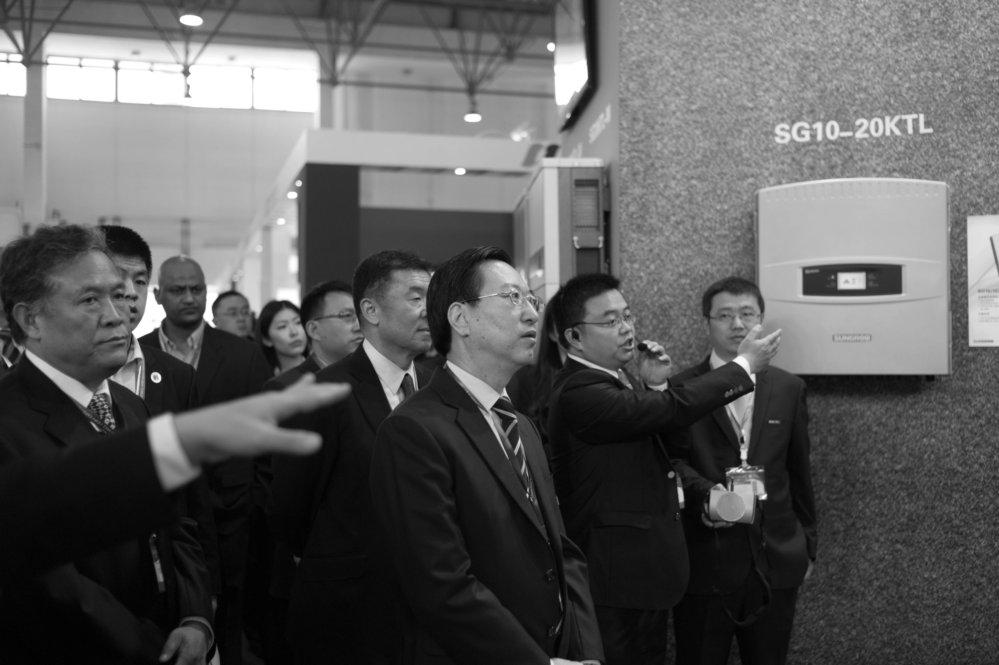 Rundgang der Offiziellen auf der CEEC in Beijing (fotografiert mit Leica MM)