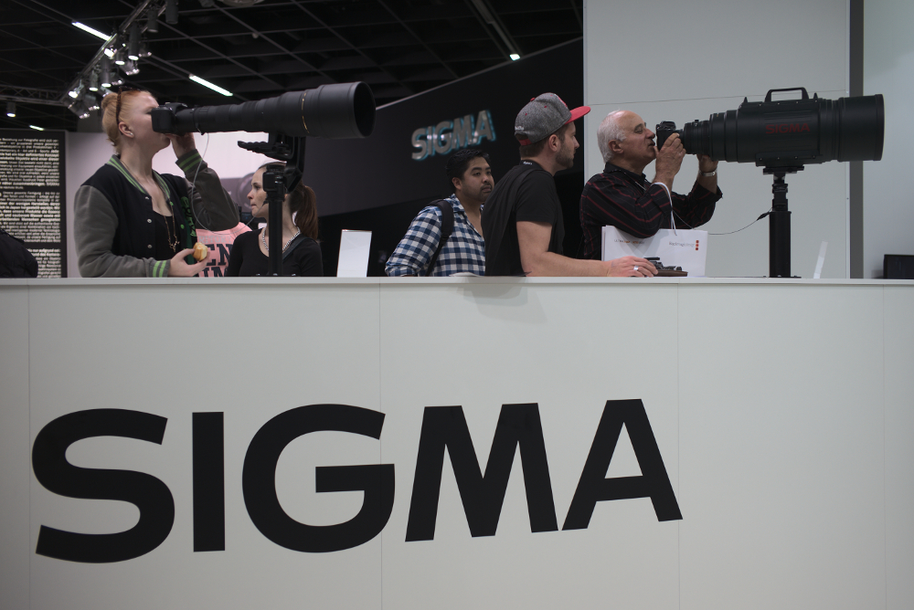Das Riesenrohr von Sigma. Fotografiert mit Leica M und Summicron-M 35 mm @ 2.5.
