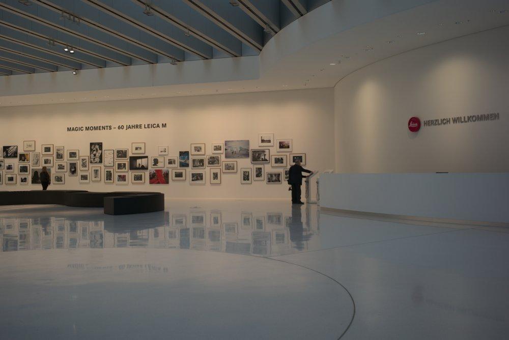 Eingangsbereich der Leica Firmenzentrale. Fotografiert mit Leica M und Summicron-M 35 mm @ 4.0.