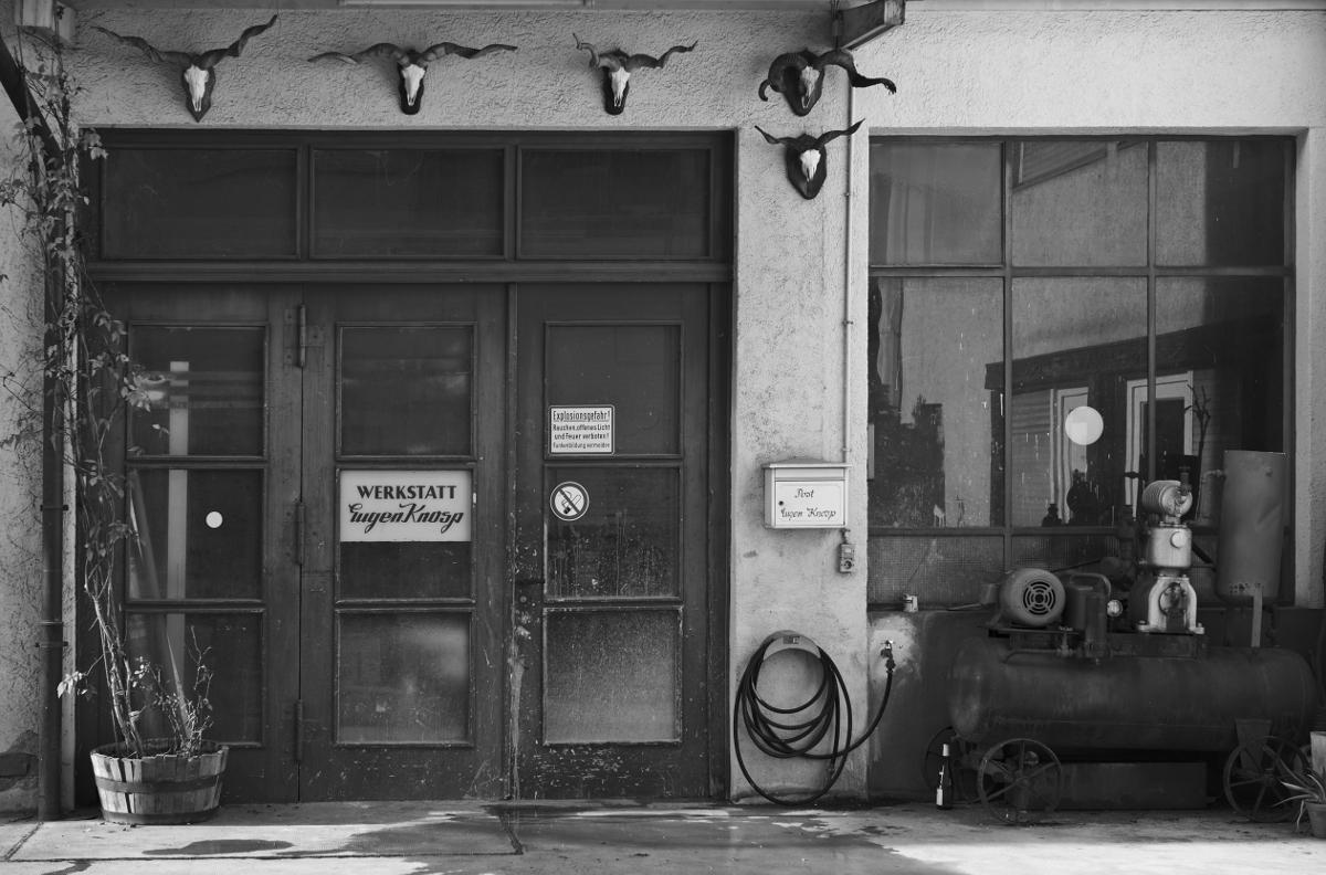 Hinterhof im Stühlinger. Fotografiert mit der Leica M und Summilux-M 50 mm @ 2.0