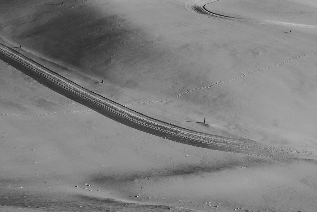 Abstrahierte Schneelandschaft mit der Leica M und Summicron-M 35 mm @ f/8.0.