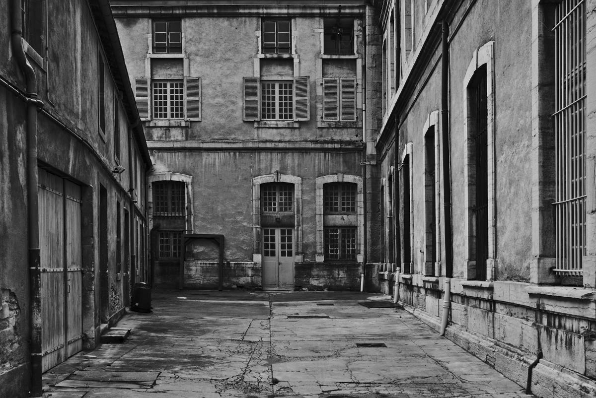 """""""Schöner Innenhof. Fotografiert mit Leica M und Summicon-M @ f/4.0."""